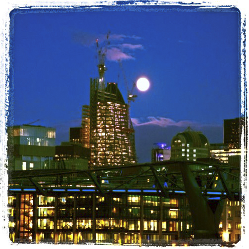 moonrise | London  | R.Cambusano