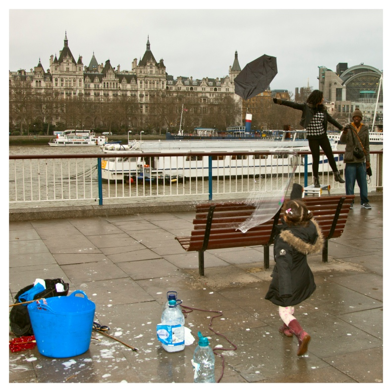 Playing with bubbles |  London  | R.Cambusano