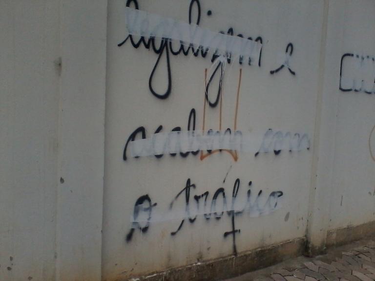 por dentro e por fora dos discursos) | Vitória | gabriela Canale