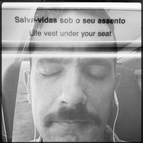 Under your seat | GRU | Jaime Scatena
