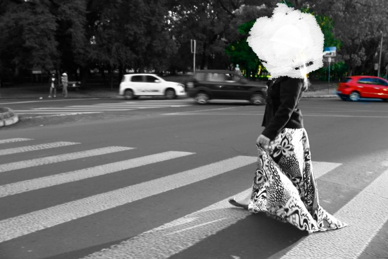 menina nuvem II | Porto Alegre e Vitória | Intervenção de Gabriela Canale sobre fotografia de Giuliano Lucas e performance de Marina Miola