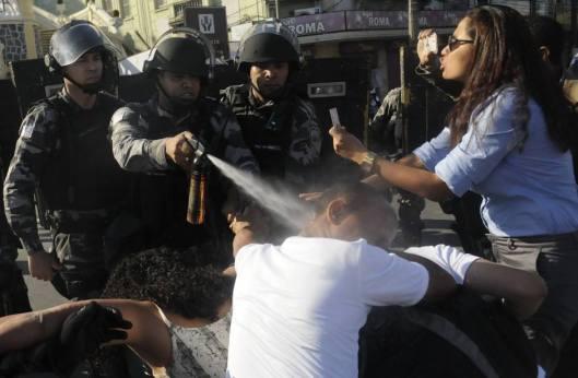 protesto | Vitoria | furto de imagem por Gabriela Canale