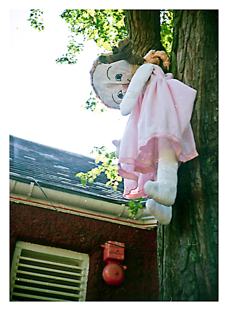 dead virgen & hanging doll  \ London | R.Cambusano