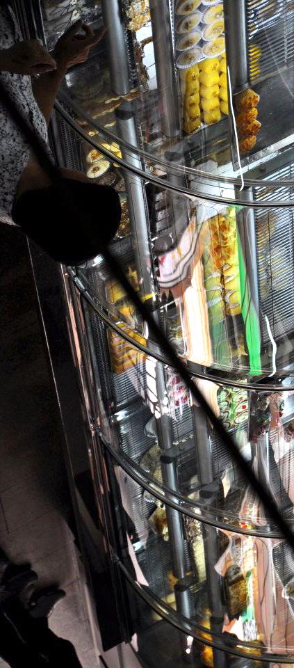 electinig a green-yellow cake | Curitiba | Ygor Raduy.